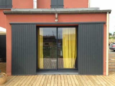 Jupiter-laque-gris-7016-sur-terrasse-bois