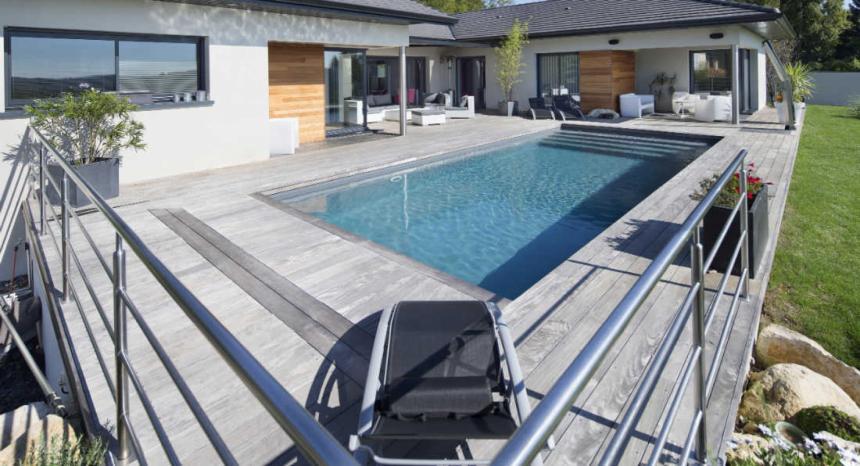 Bordure de piscine